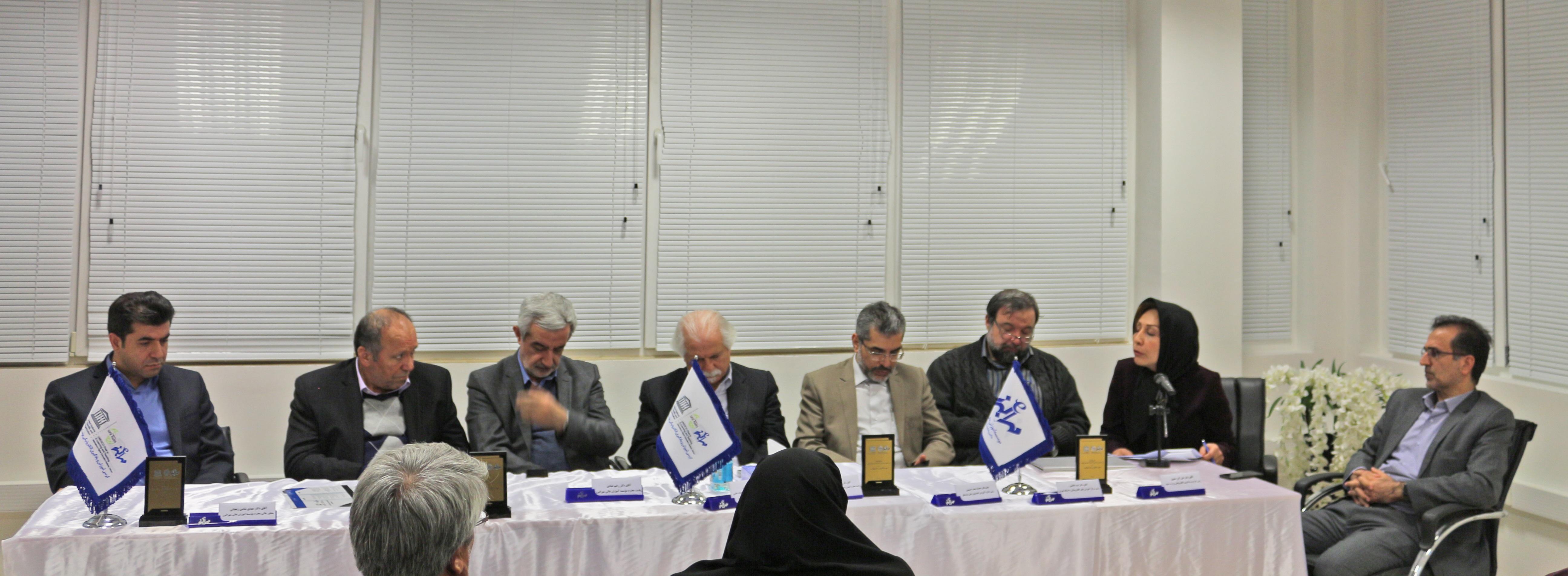 http://ucet.irمیزگرد چالش های یادگیری الکترونیکی در ایران و مأموریت های کرسی آموزش و یادگیری الکترونیکی در رفع این چالش ها